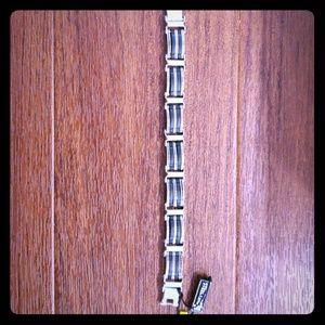 """Stainless Steel  9"""" Criss Cross Bracelet"""